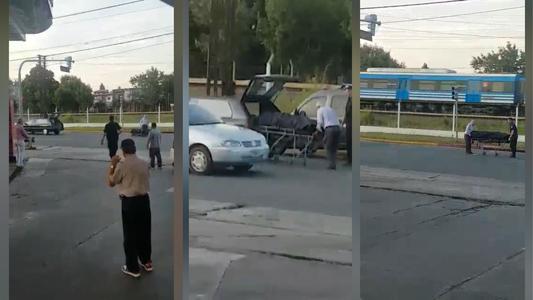 Insólito: Coche fúnebre pierde ataúd en plena avenida