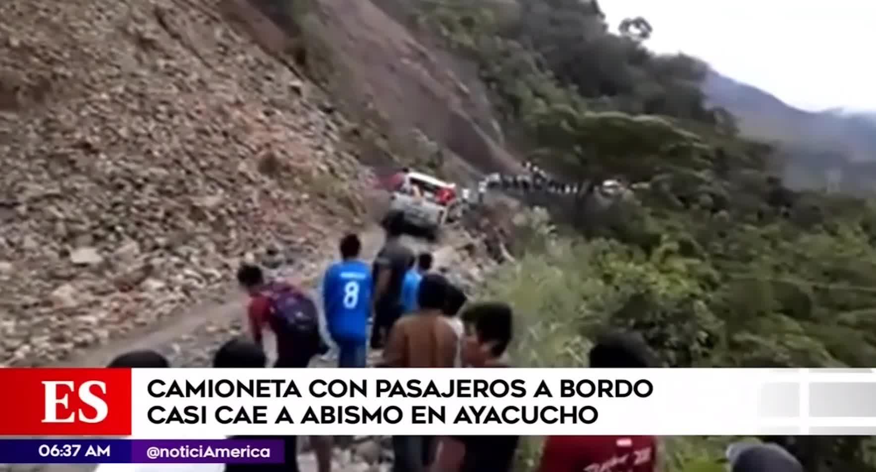 Ayacucho: pasajeros salvan de morir luego que vehículo estuviera a punto de caer a un abismo