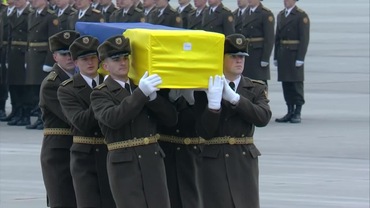Lagrimas en Kiev: llegaron los cuerpos de las víctimas de accidente aéreo en Irán