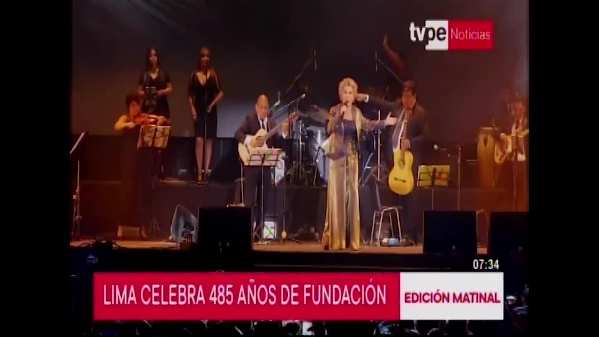 Miles asistieron a serenata por aniversario de Lima