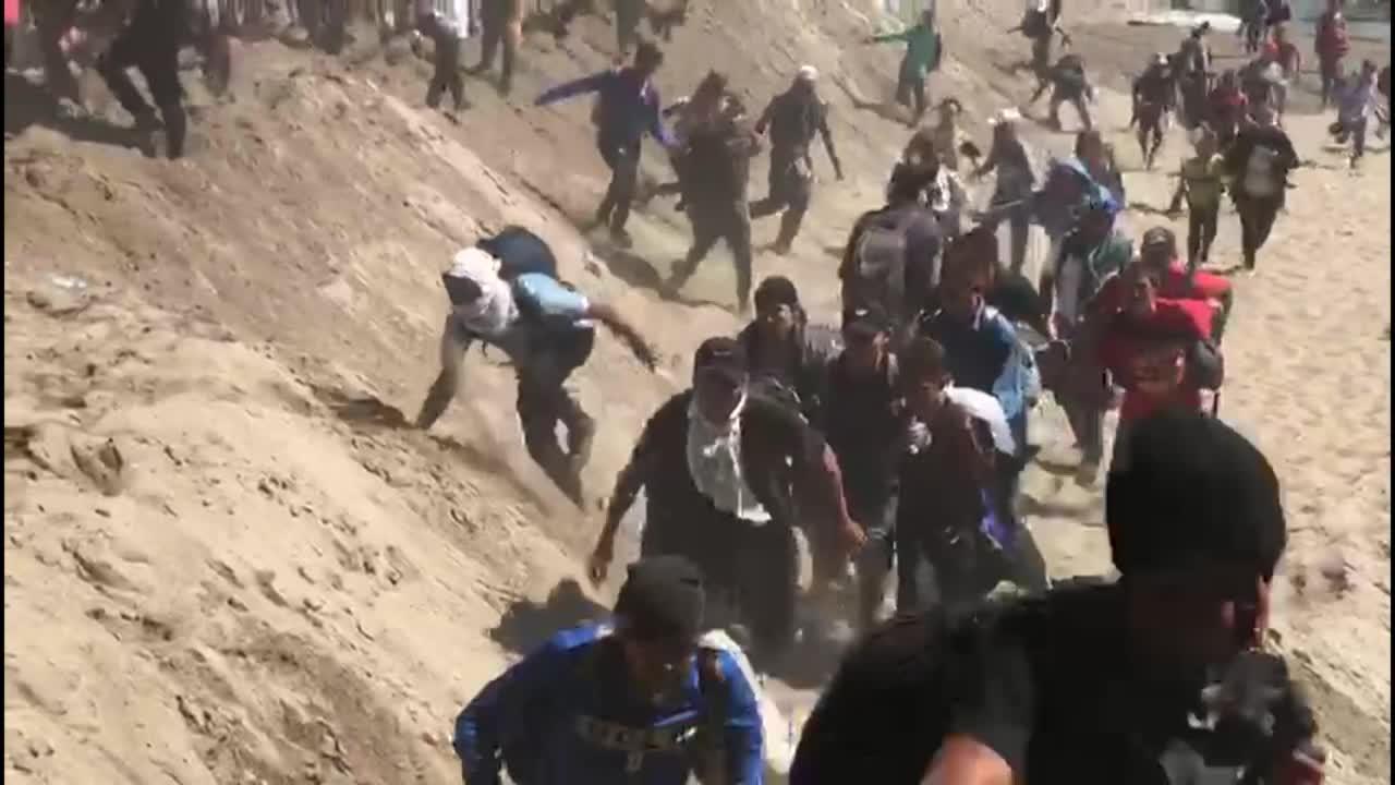 Cientos de centroamericanos intentan cruzar frontera con México