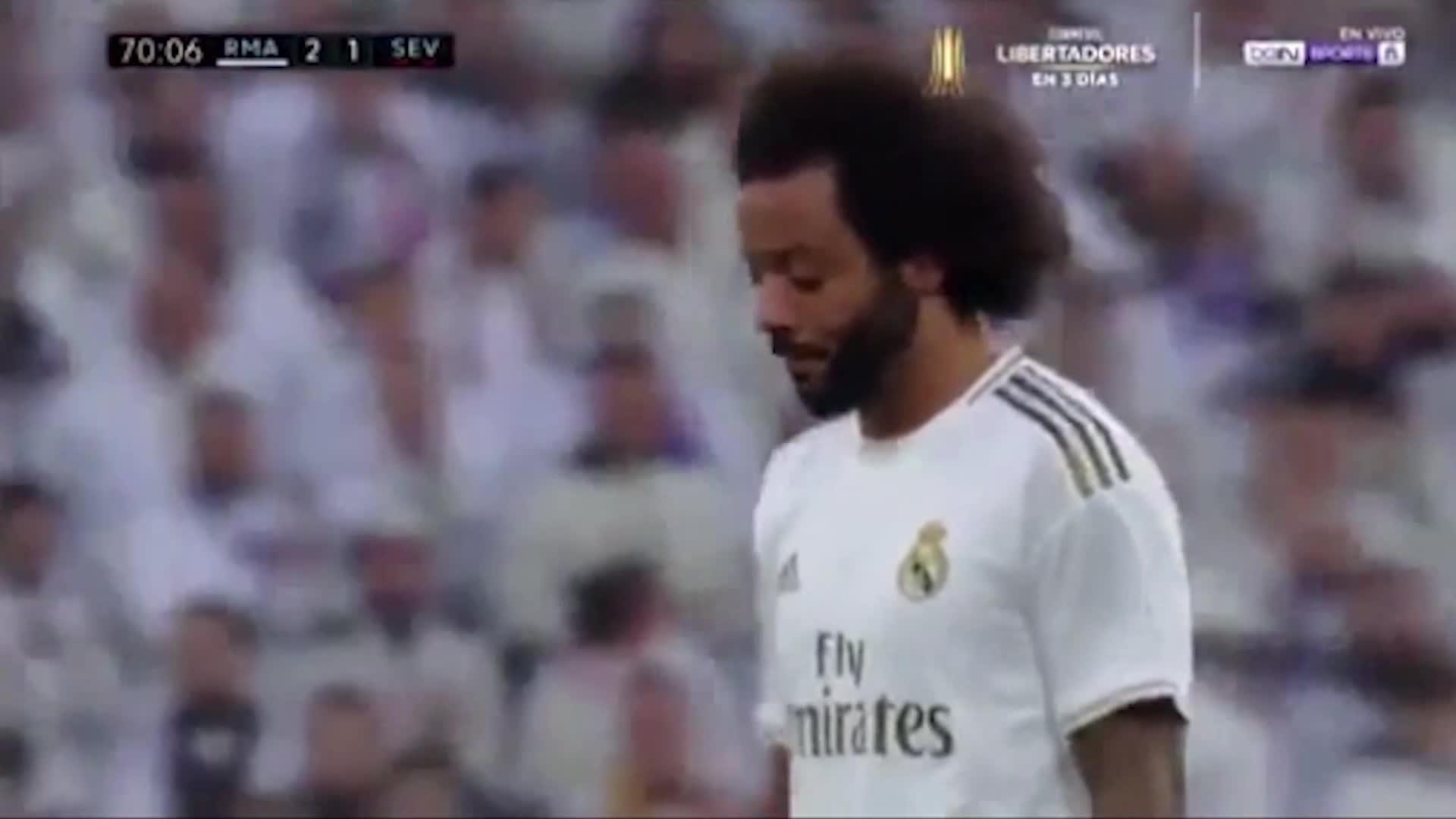 Hinchas pifian a Marcelo y el defensor derrama lágrimas