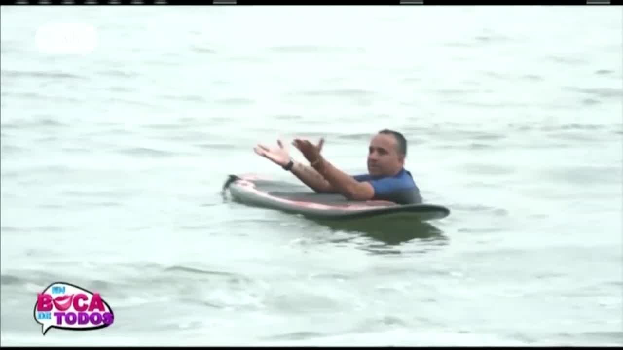EBT: Roberto Martínez toma clases de surf junto a Vanessa Terkes
