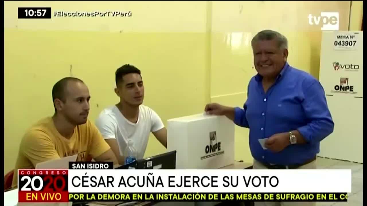Elecciones 2020:  Cesar Acuña acudió a su centro de votación en San Isidro