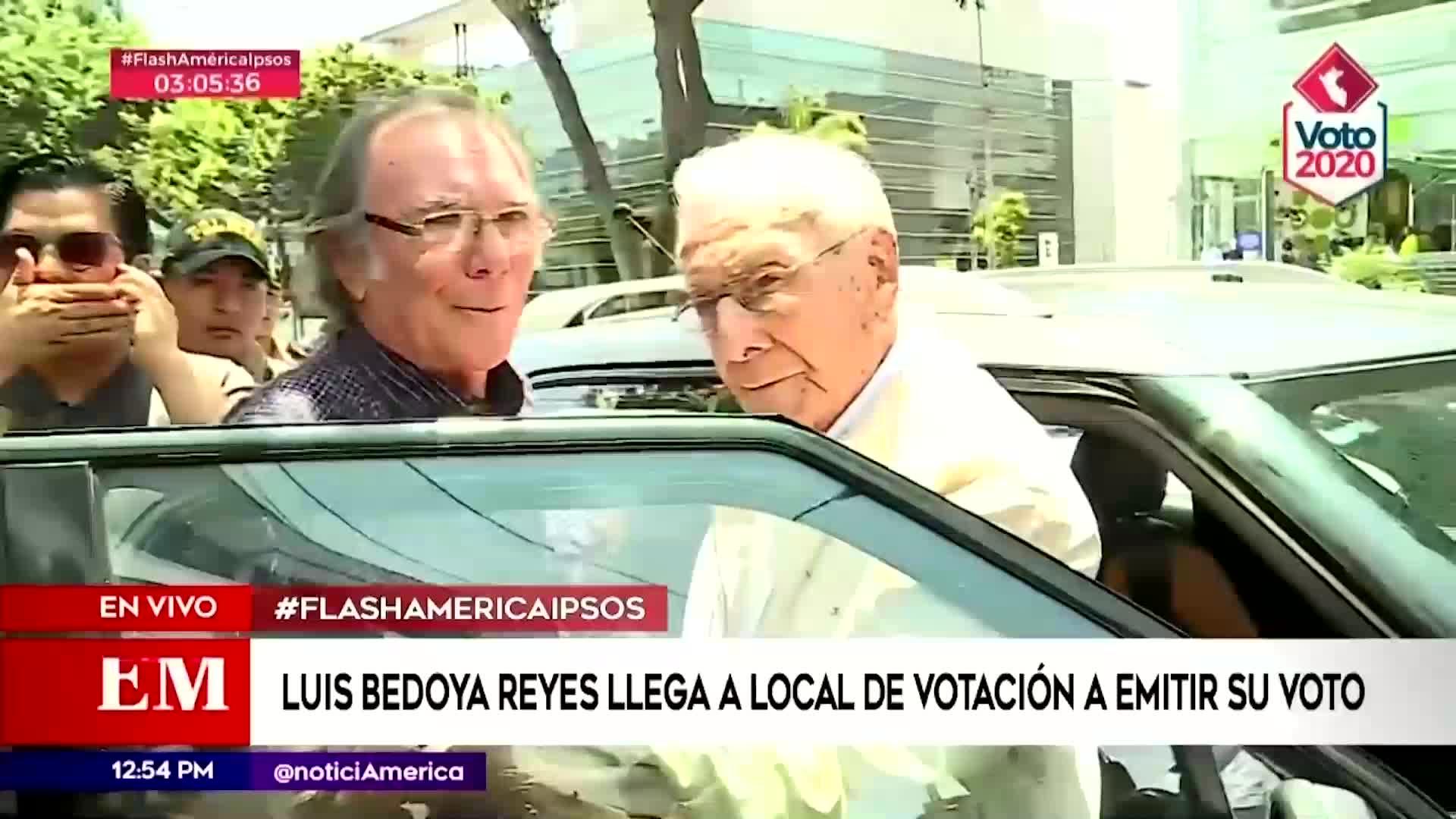 Elecciones 2020: Luis Bedoya Reyes acude a centro de votación