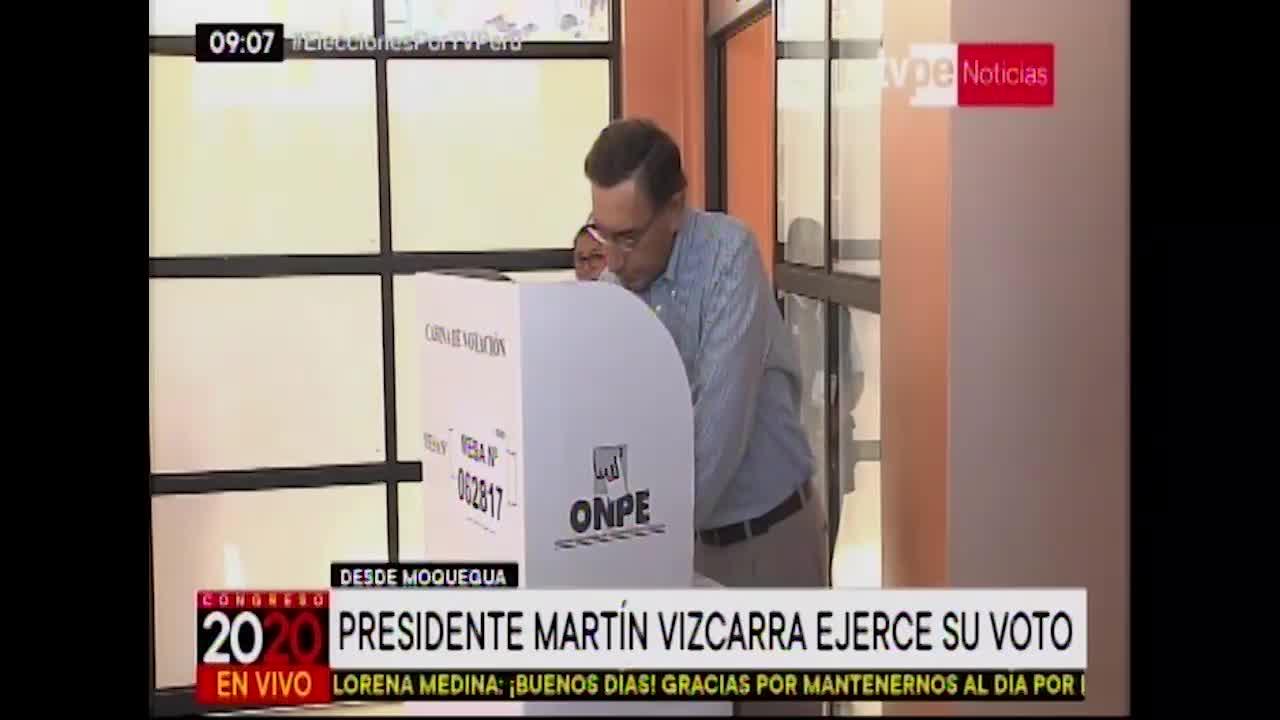 Elecciones 2020: Martín Vizcarra acude a centro de votación en Moquegua