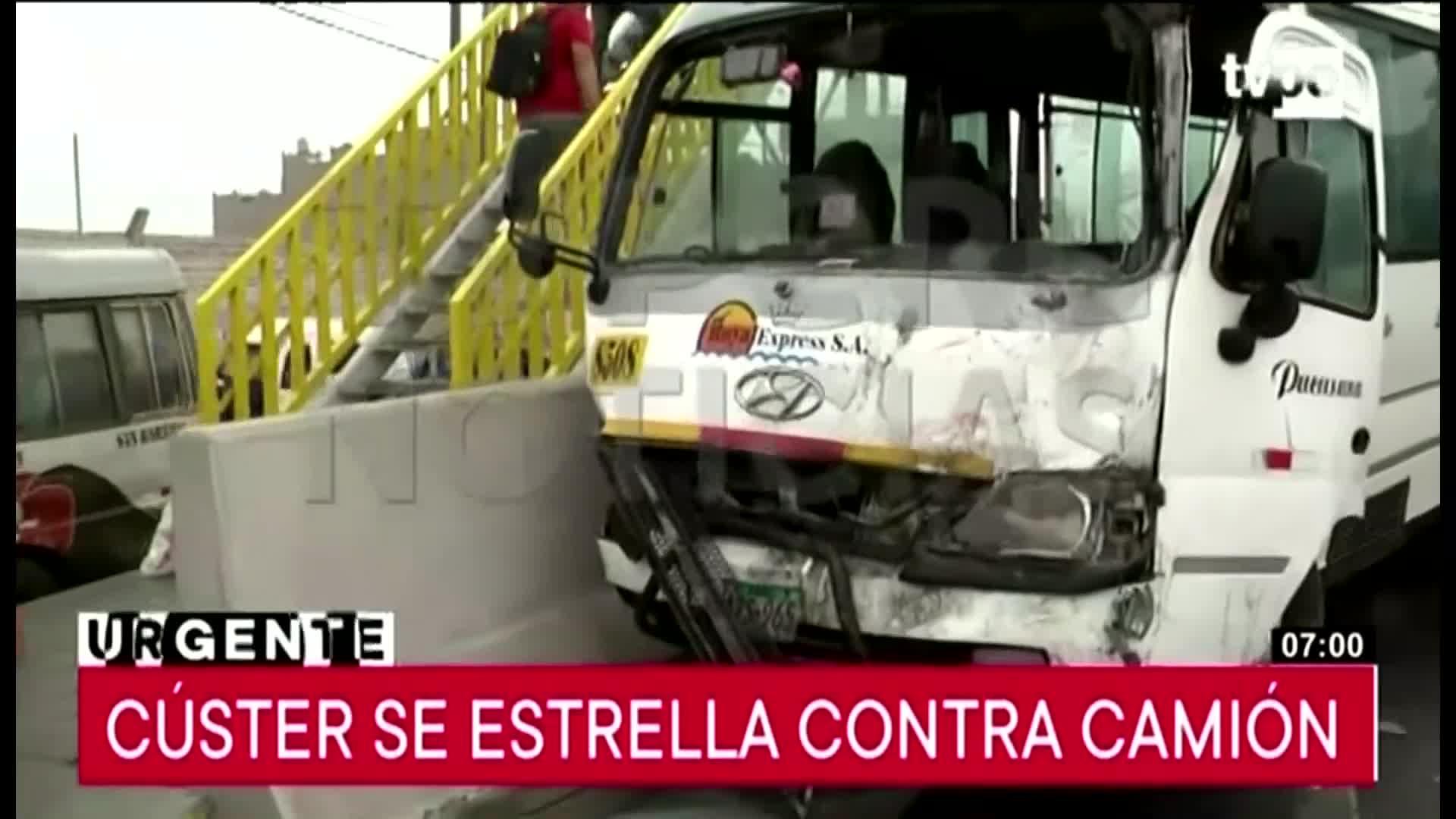 Cúster se estrella contra camión a la altura del puente Atocongo