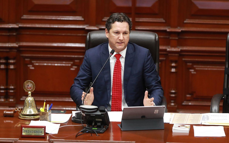 Daniel Salaverry anunció que la legislatura se ampliará hasta el viernes