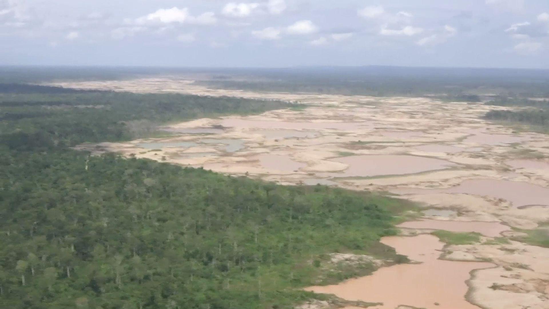 Madre de Dios: Mineros ilegales dejan desiertos de arena en medio de la selva   VIDEO