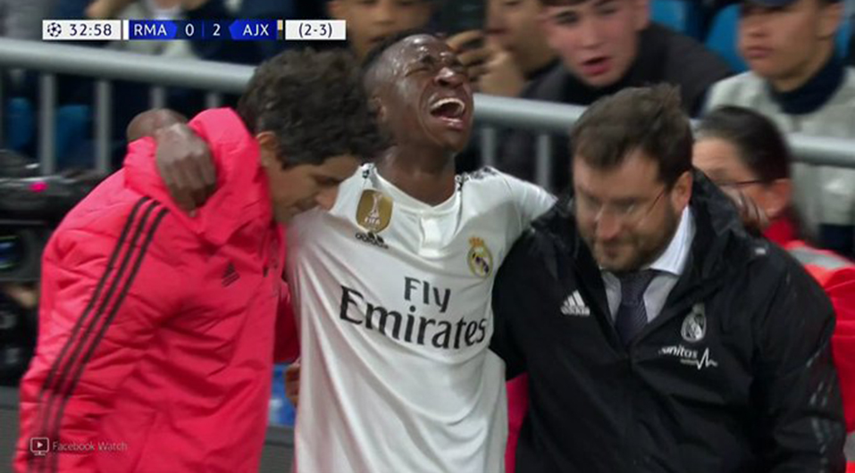 Real Madrid vs. Ajax: Vinicius Junior fue cambiado por lesión y se fue llorando   VIDEO