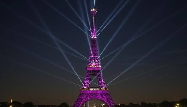La Torre Eiffel celebra sus 130 años con un espectáculo láser [VIDEO]