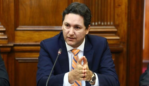 """Salaverry califica de """"poco democrática"""" decisión de Del Solar de no acudir a Constitución"""