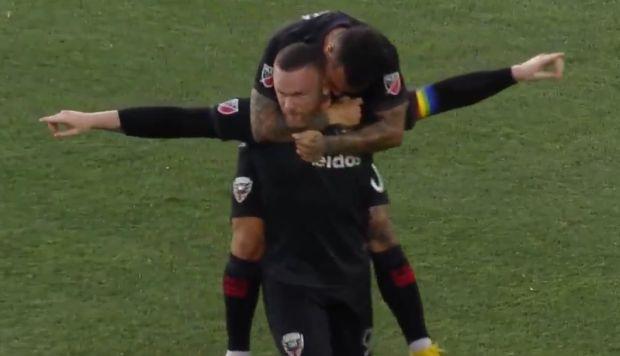 Rooney sentenció triunfo del DC United con golazo desde campo propio | VIDEO