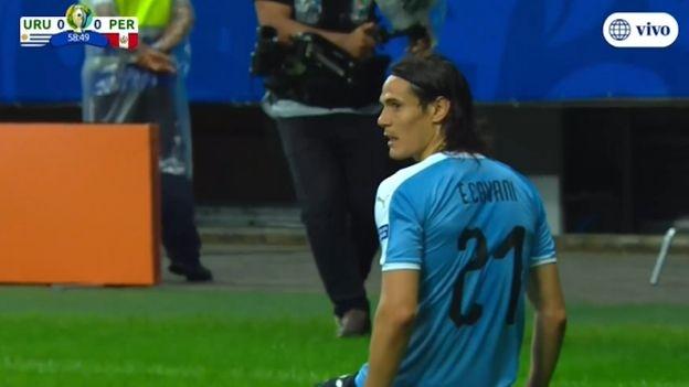 Perú vs. Uruguay: Edinson Cavani anota gol, pero es anulado por posición adelantada | VIDEO