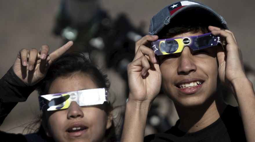 Eclipse total: Así se vivió el increíble fenómeno en Chile y Argentina | VIDEO