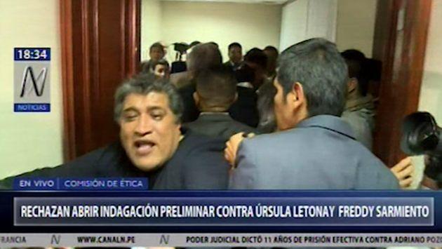 Desalojan a abogados que protestaron tras archivarse denuncia contra Úrsula Letona