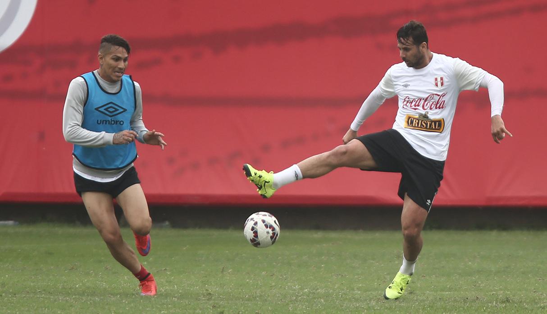 Luis Advíncula debería jugar en Real Madrid y no Dani Carvajal, según Germán Leguía
