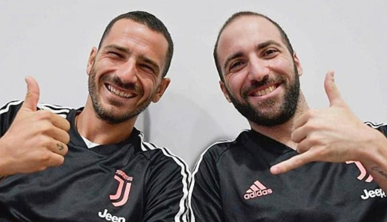 Juventus: Gonzalo Higuaín volvió a Turín y los hinchas lo recibieron con cánticos | VIDEO