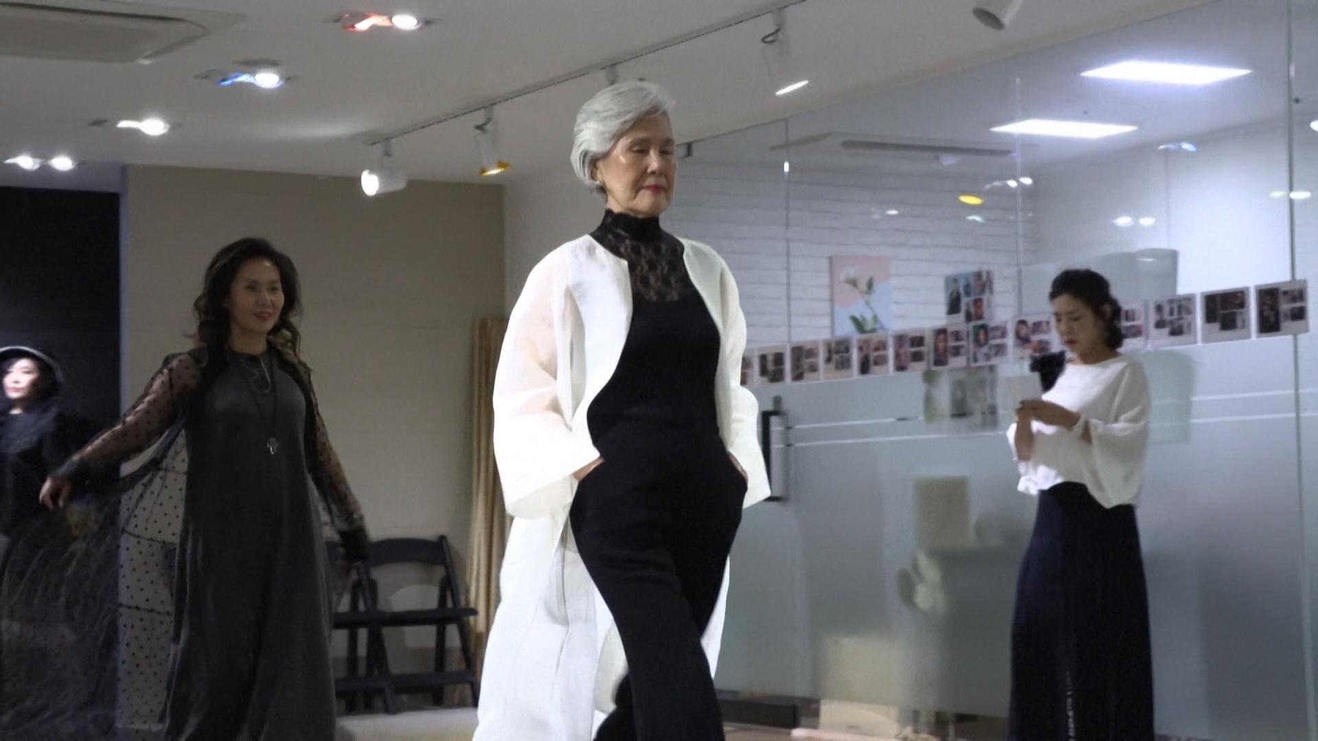 Modelos de la tercera edad, puente entre generaciones en Corea del Sur