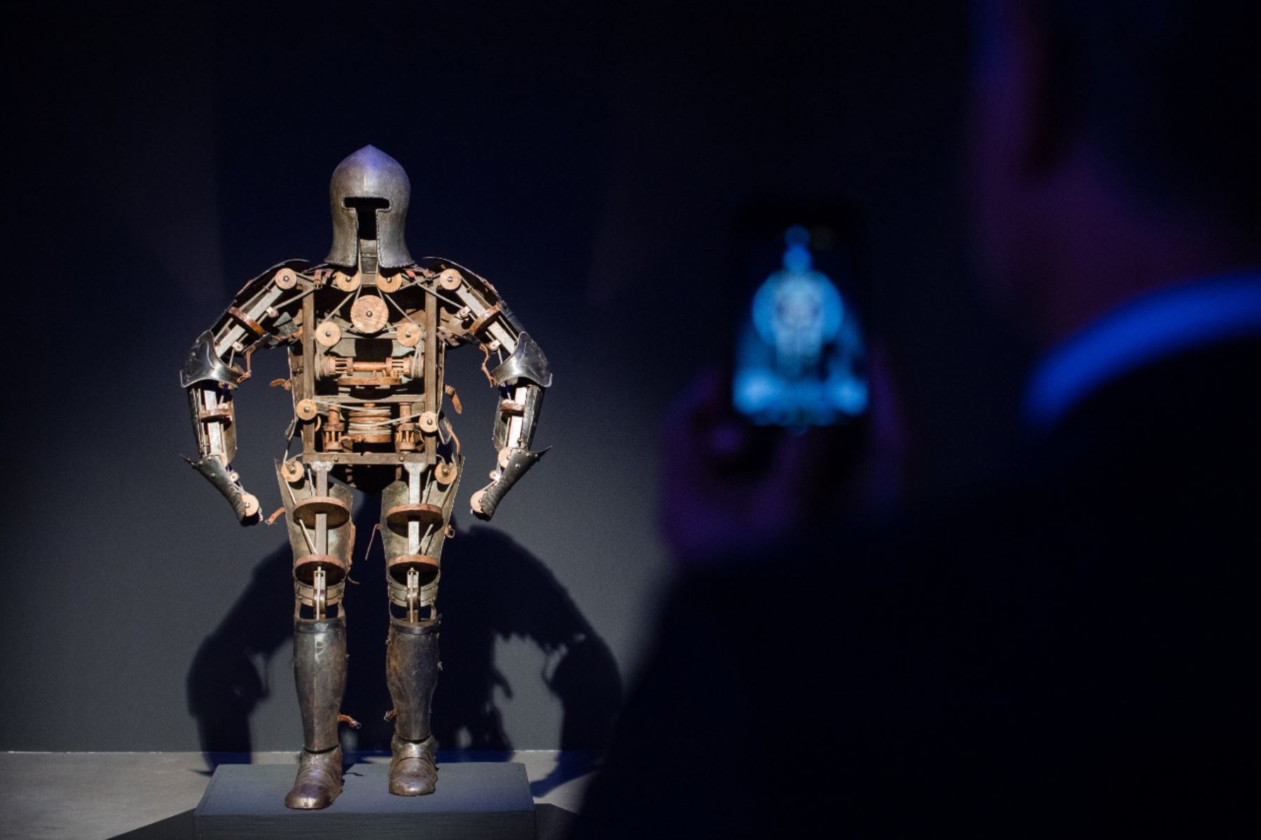 'Nosotros, Robots': La exposición de arte que muestra nuestro posible futuro tecnológico