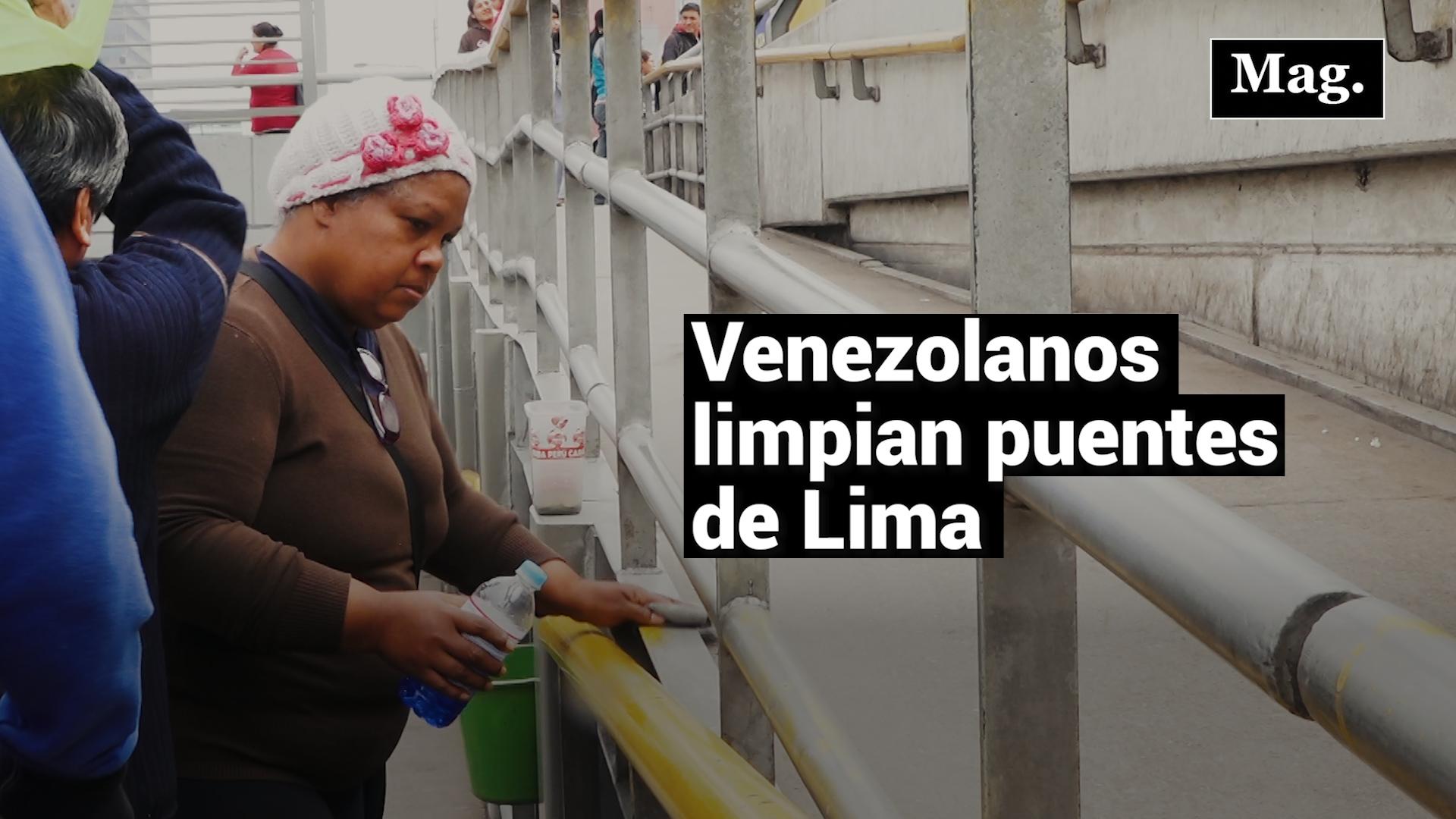 Venezolanos limpian a diario puentes de la Vía Expresa Grau
