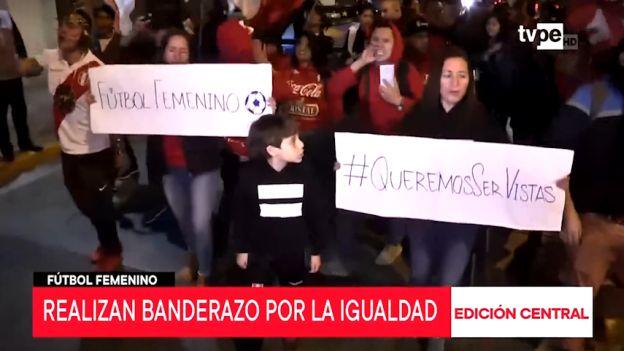 Perú: realizan banderazo en favor de promover el fútbol femenino