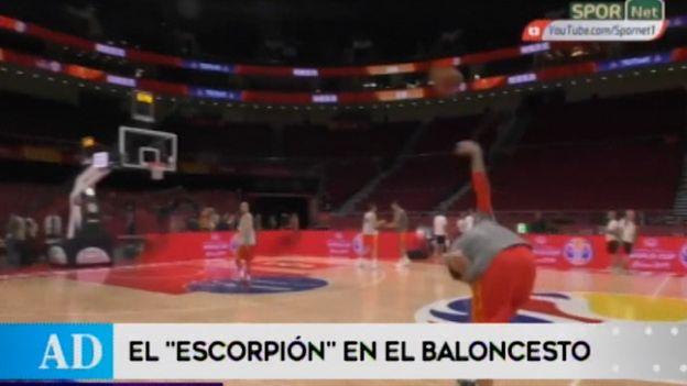 """Mira la anotación del """"Escorpión"""" en el Mundial de baloncesto"""