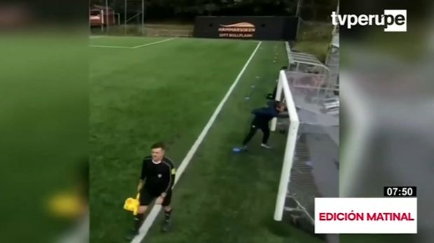 Fuerza del viento provoca curioso momento en el fútbol sueco
