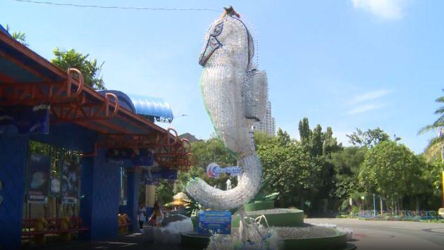 Indonesia: parque temático convierte el plástico en obras de arte