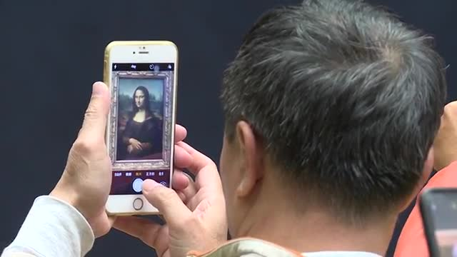 """""""La Gioconda"""" recupera su lugar en el Louvre tras obras de renovación"""