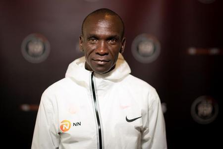 Eliud Kipchoge intentará correr una maratón en menos de dos horas. ¿Cómo planea lograrlo?