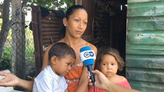 Madres solteras venezolanas están sumidas en la pobreza