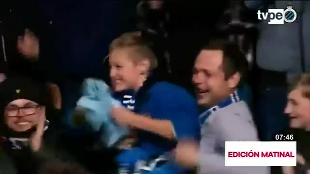 Niño desborda de alegría al recibir camiseta de su ídolo
