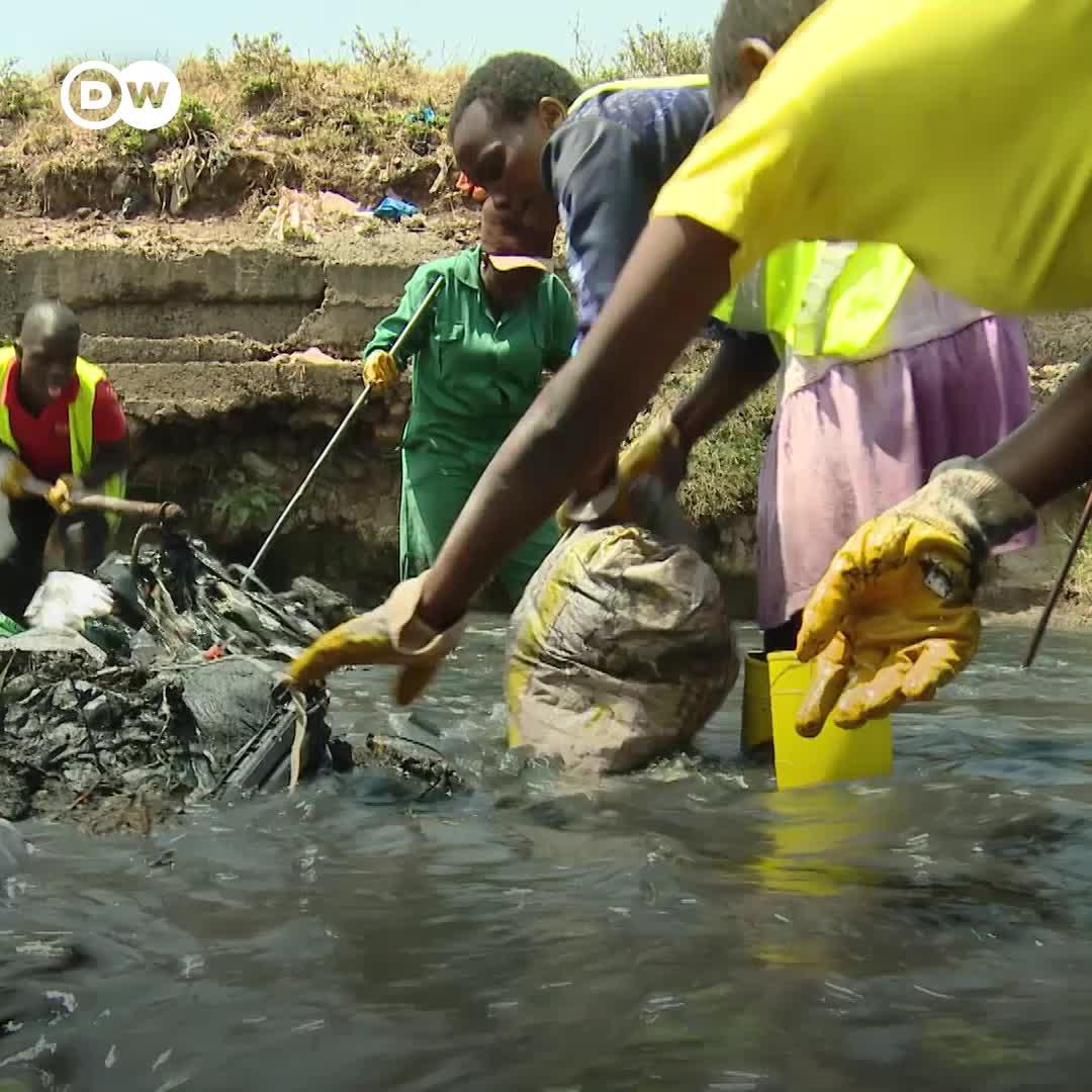 Kenia: jóvenes realizan trabajos de limpieza para recuperar el contaminado río Nairobi