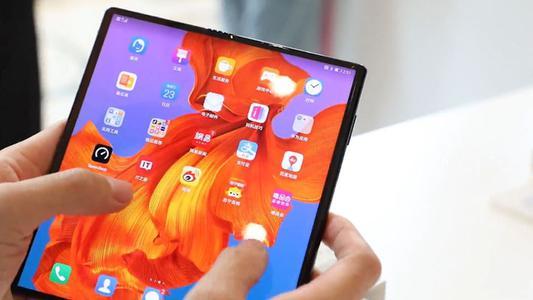 Huawei rompe récord de ventas y anuncia celular plegable
