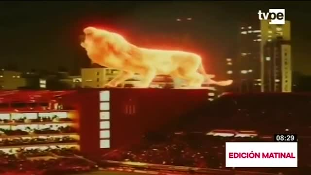 Espectacular león de fuego resalta en inauguración de estadio en Argentina