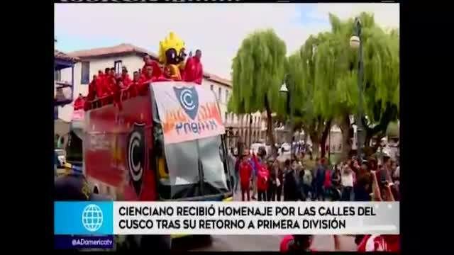 Cienciano celebró su ascenso a la Primera Divisíón por las calles de Cusco