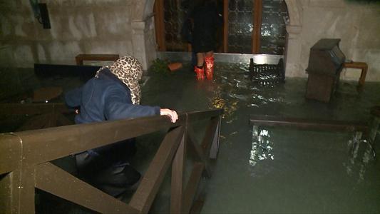 Venecia sufre su peor inundación desde 1966 | VIDEO