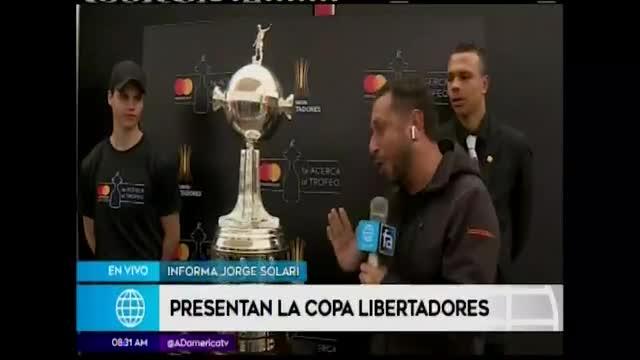 Exhiben trofeo de la Copa Libertadores al público peruano