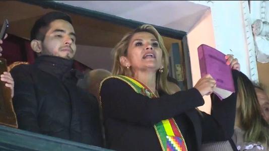 """La Biblia ingresa a Palacio"""": ¿Tiene la religión injerencia en la crisis que vive Bolivia?"""
