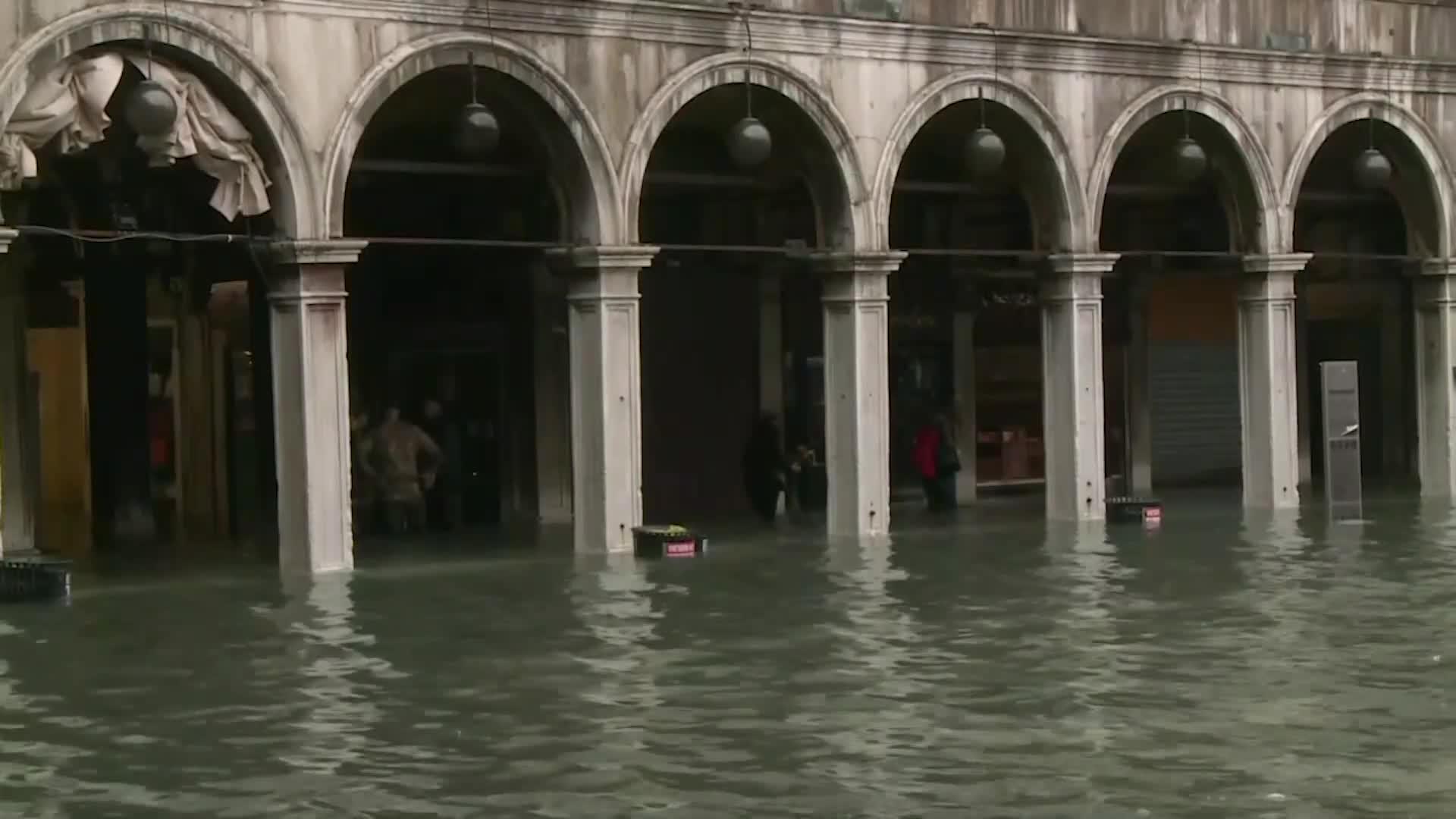 Cierran la plaza de San Marcos de Venecia por una nueva inundación