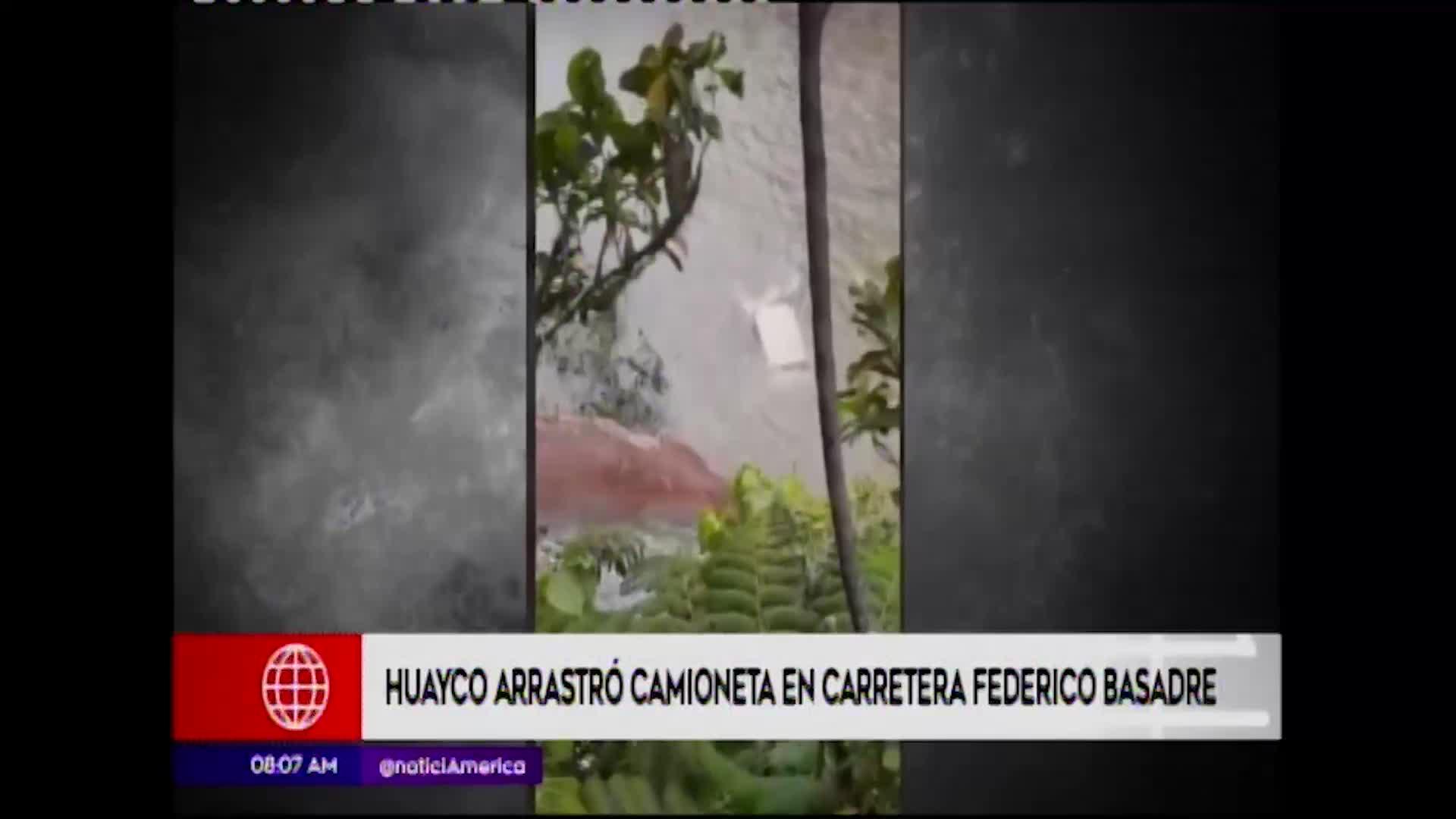 Ucayali: deslizamiento de rocas arrastró una camioneta al río en Aguaytía