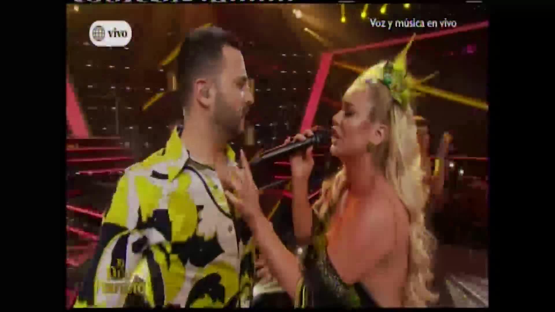 """""""El dúo perfecto"""": Dailyn Curbelo y Braulio Chappell sorprendieron con inesperado beso en su presentación"""