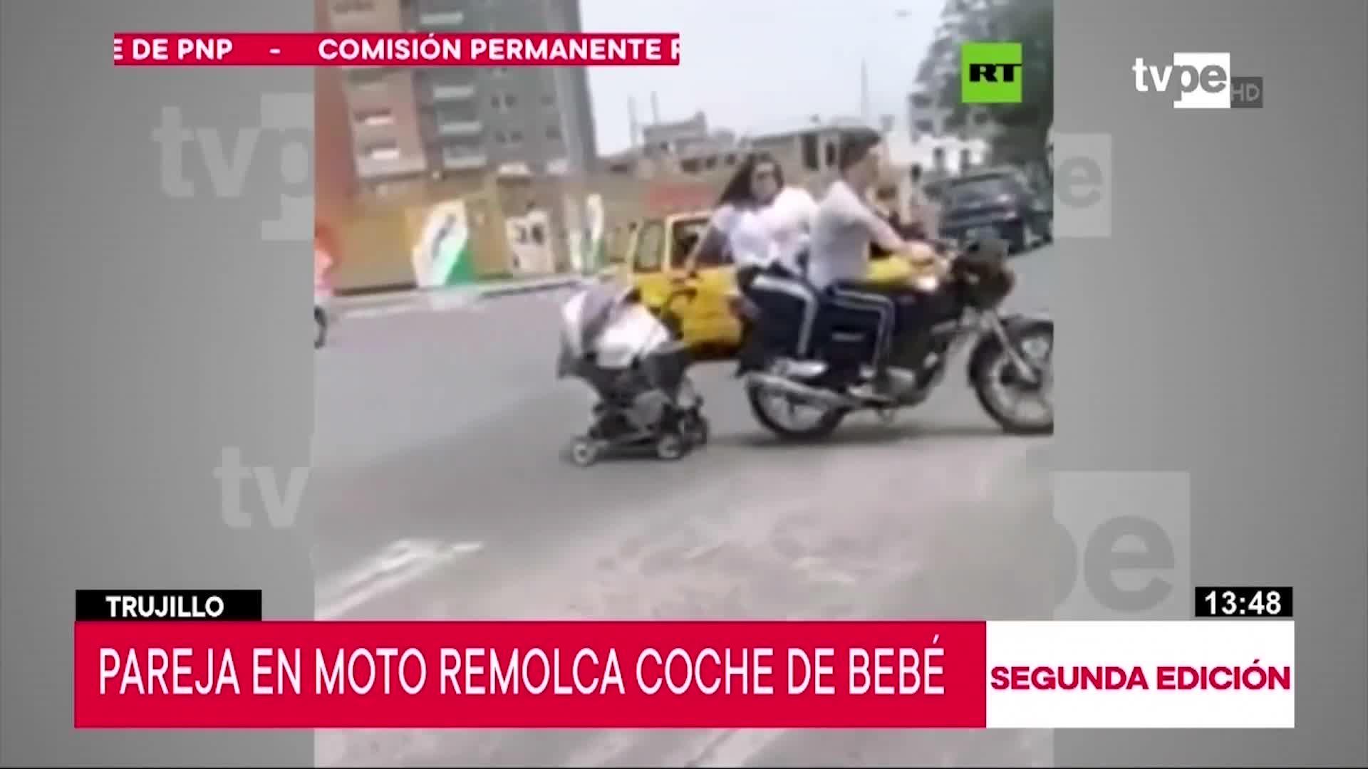 Trujillo: Pareja en moto es captada arrastrando coche de bebe