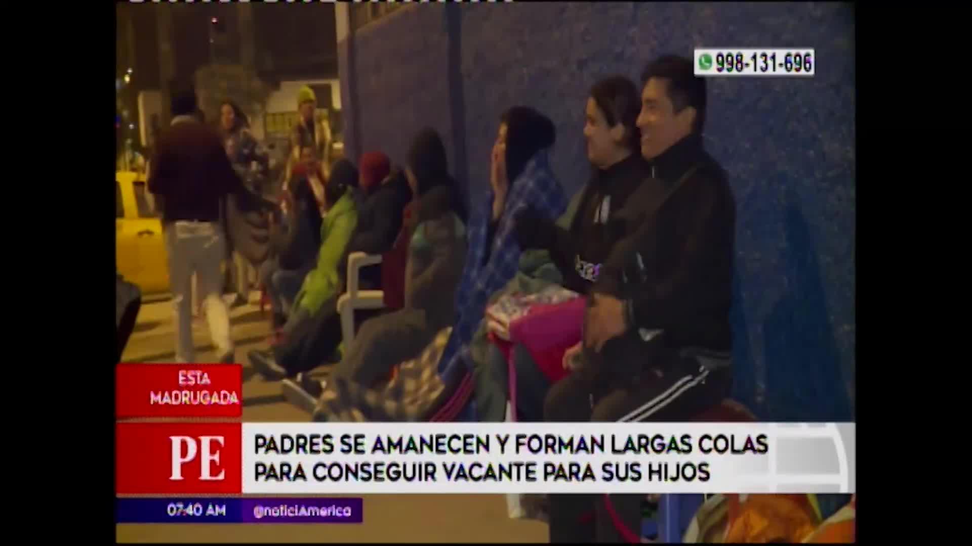 VMT: padres de familia acampan a las afueras de colegio para conseguir matrículas