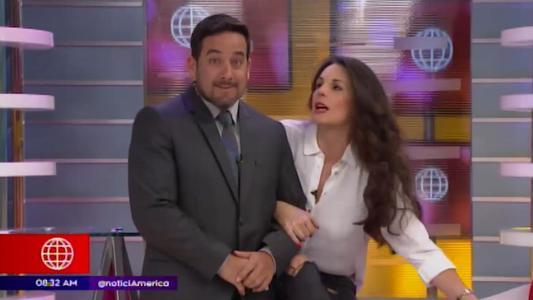 Óscar del Portal narra noticias de espectáculo junto a Rebeca Escribens