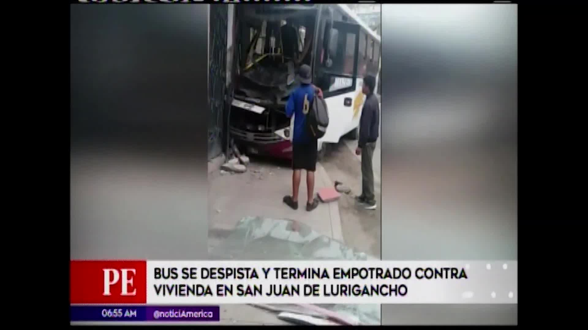 SJL: Bus se estrelló contra vivienda y familia se salvó de morir aplastada