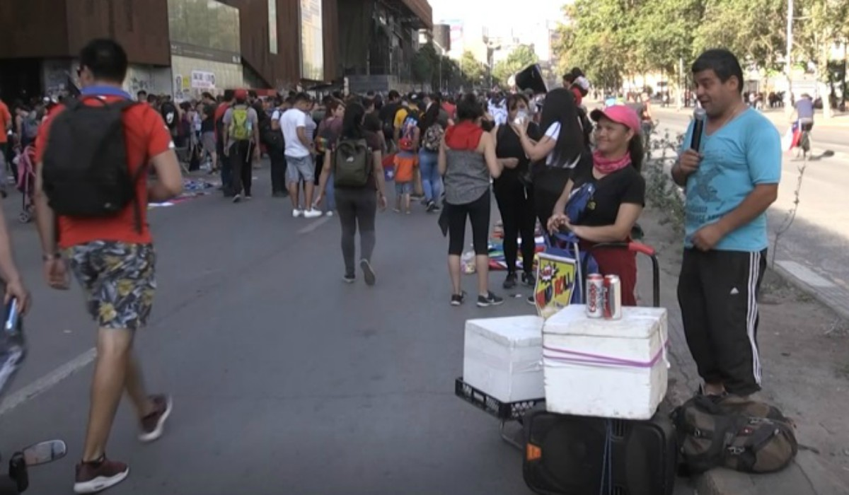Chile: El comercio callejero florece en cada marcha