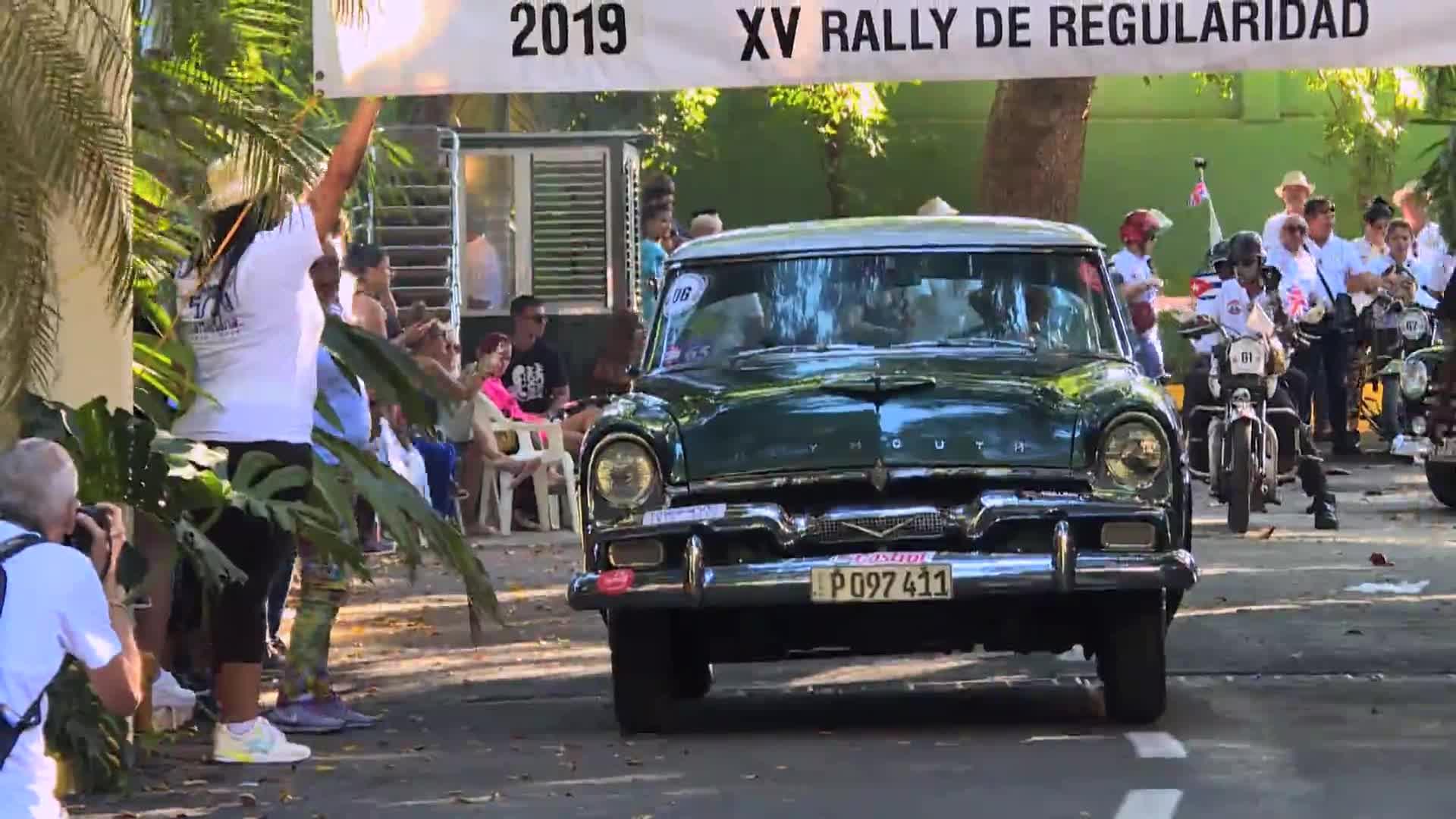 Carros antiguos celebran el 500 aniversario de La Habana
