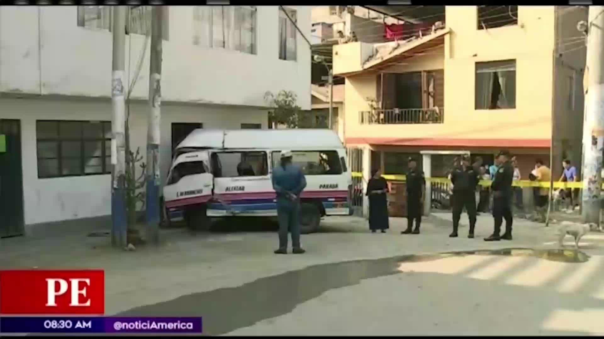 Rímac: conductor muere al estrellar su combi contra una casa